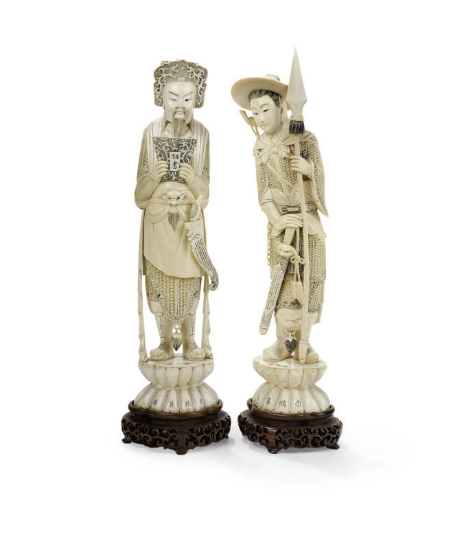 A PAIR OF CHINESE IVORY FIGURE