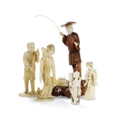 A GROUP OF FIVE JAPANESE IVORY