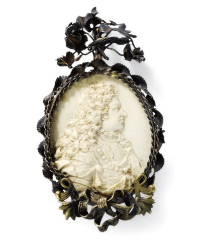 AN IVORY PORTRAIT RELIEF OF A
