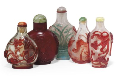 A GROUP OF FIVE CHINESE GLASS