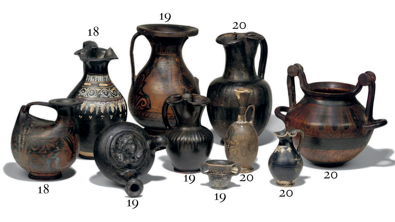 A SOUTH ITALIAN RED-FIGURE ASK