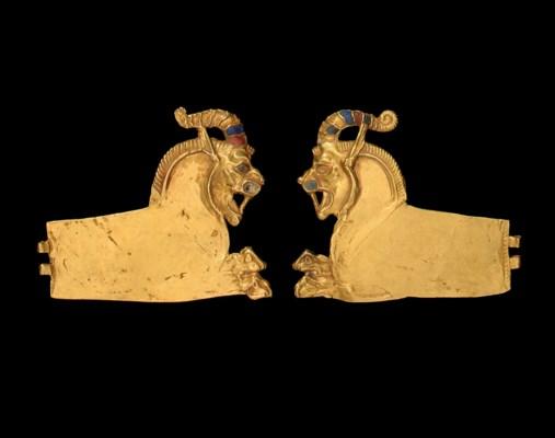 A PAIR OF ACHAEMENID GOLD LION