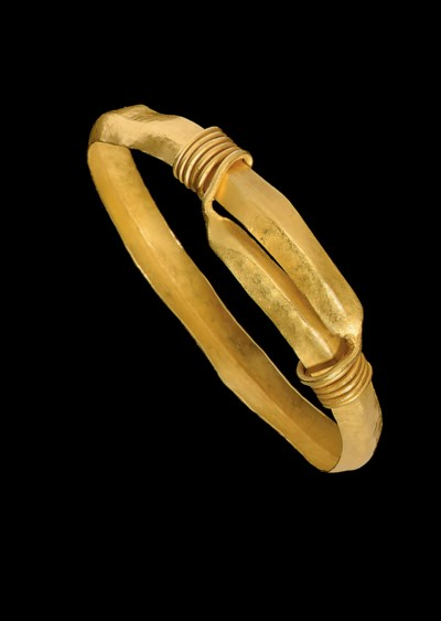 A ROMANO-EGYPTIAN GOLD BRACELE