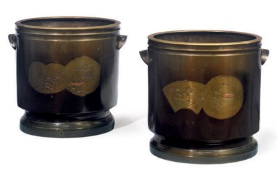 A PAIR OF JAPANESE BRONZE WINE