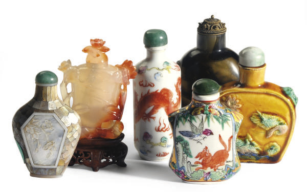 A GROUP OF SIX CHINESE SNUFF B