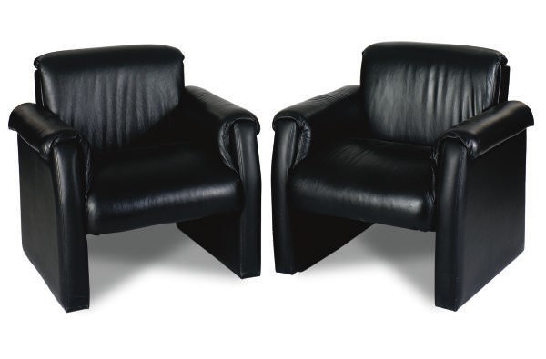 A PAIR OF BLACK LEATHER CLUB C