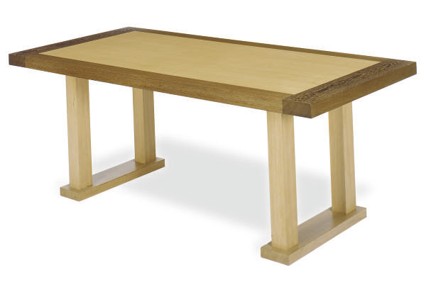 AN OAK DINING TABLE,