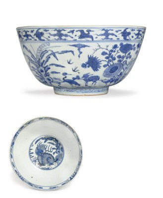 A LARGE BLUE AND WHITE BOWL