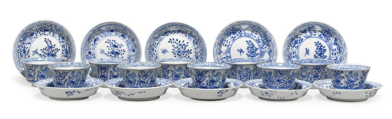A SET OF TEN BLUE AND WHITE