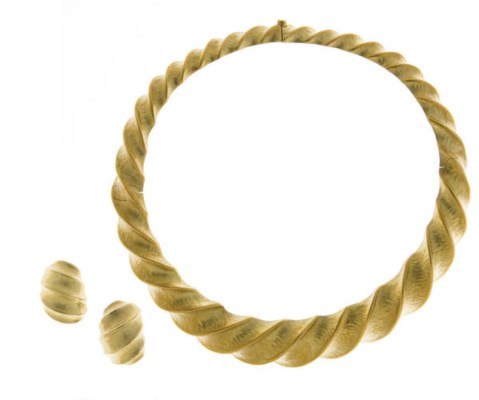 A SET OF 18K GOLD JEWELRY