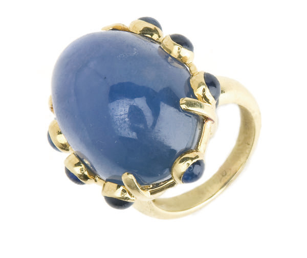 A STAR SAPPHIRE AND 18K GOLD R