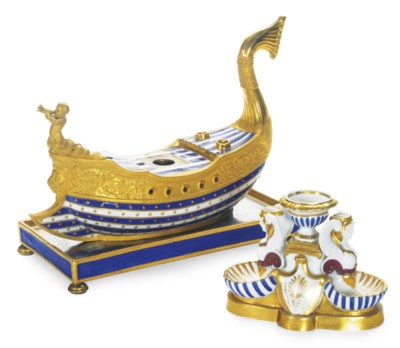 A FRENCH PORCELAIN GILT GALLEO