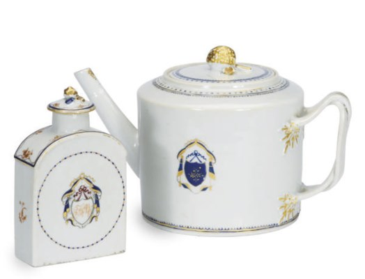 A CHINESE EXPORT PORCELAIN CRE