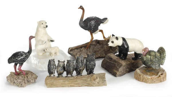A GROUP OF HARDSTONE FIGURES O