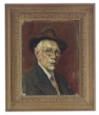 Portrait of a man with glasses and a brown hat