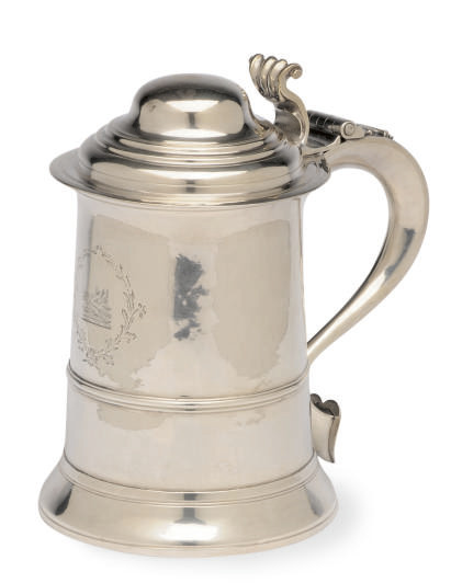 A GEORGE I SILVER TANKARD WITH HINGED COVER,