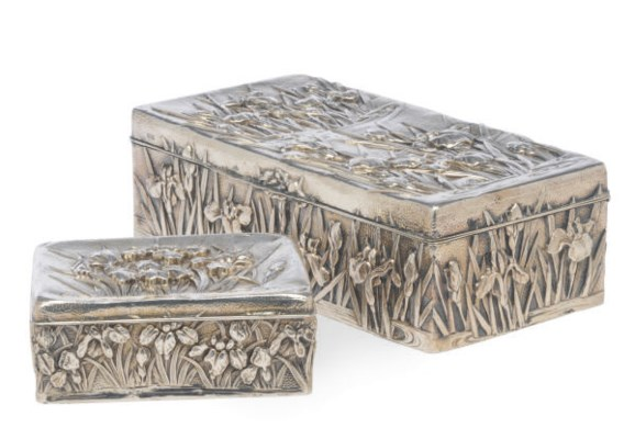 AN ENGLISH SILVER BOX AND COVE