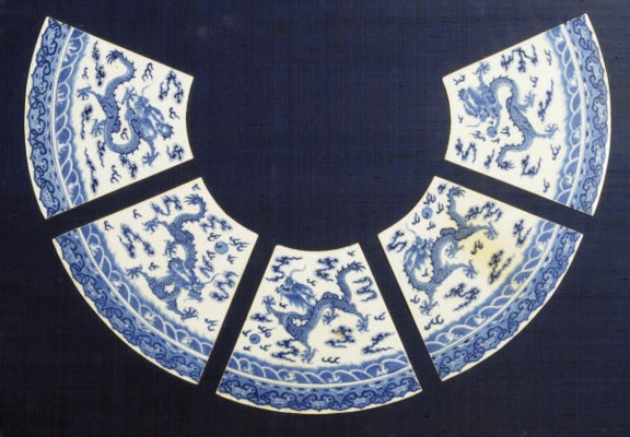 A SET OF FIVE CHINESE PORCELAI