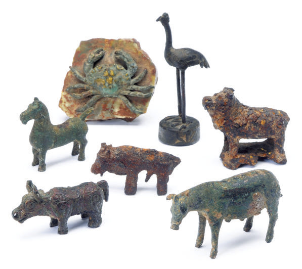 A GROUP OF CHINESE FIGURES OF