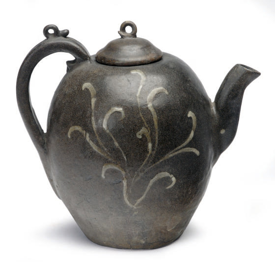 A KOREAN EARTHENWARE WINE EWER