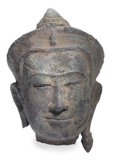 A KHMER BRONZE HEAD OF BUDDHA,