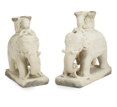 A PAIR OF STONE FIGURAL JARDIN