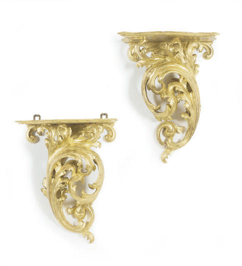 A PAIR OF GILTWOOD WALL BRACKE