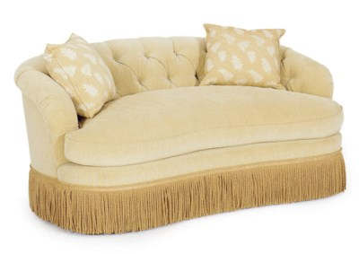 AN UPHOLSTERED SETTEE,