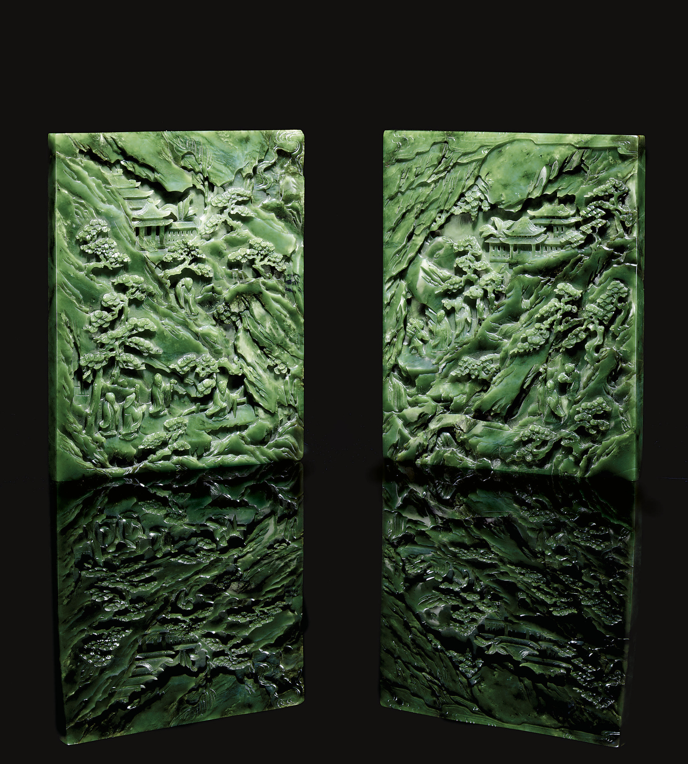 A PAIR OF WELL-CARVED SPINACH-