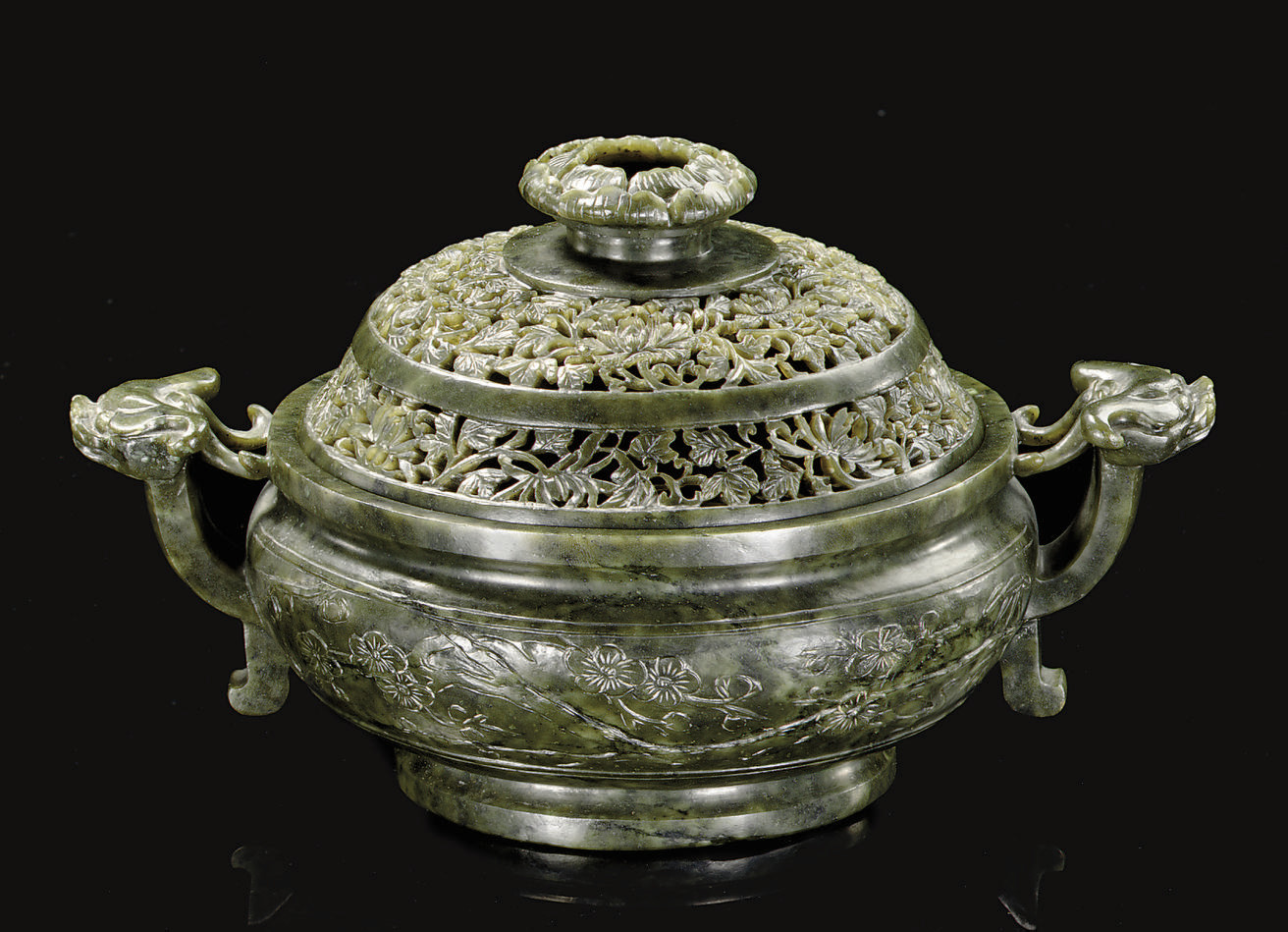 A GREEN JADE CENSER AND COVER