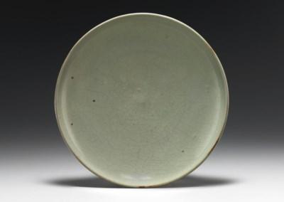 A GREEN JUNYAO SHALLOW DISH