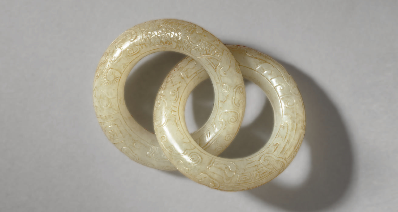AN UNUSUAL WHITE JADE ARCHAIST