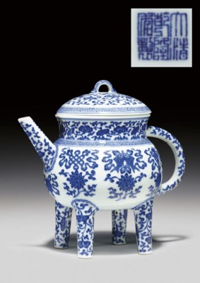 A BLUE AND WHITE EWER AND COVE