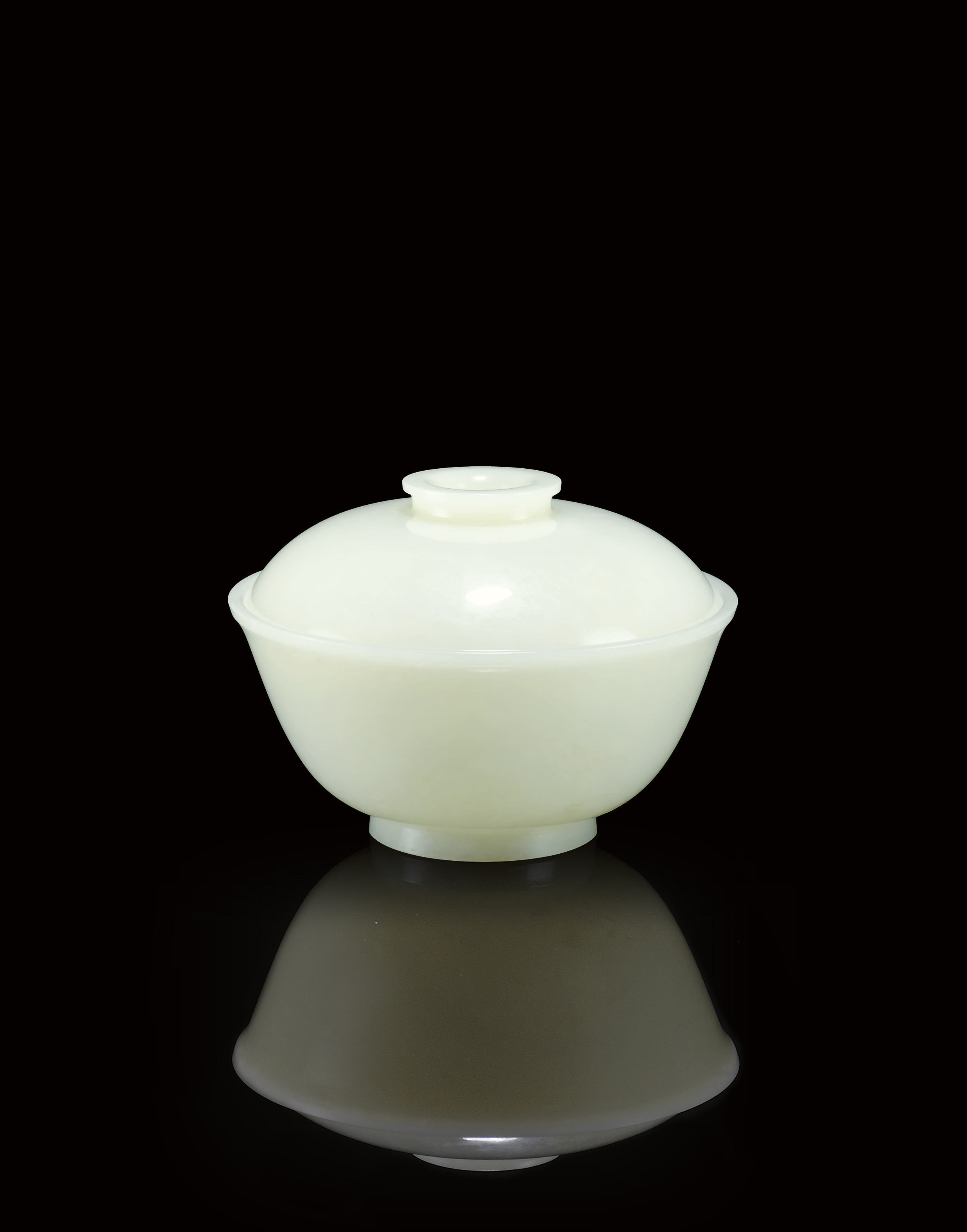 A RARE WHITE JADE BOWL AND COV