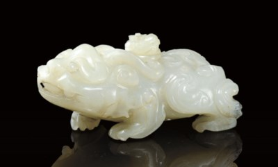 A GREYISH-WHITE JADE ZOOMORPHI