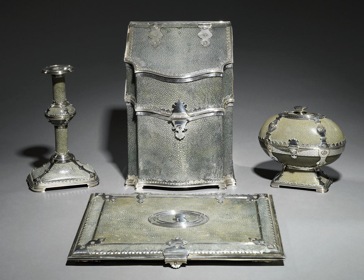 necessaire de bureau en argent et galuchat vert par sebastian garrard londres 1929 christie 39 s. Black Bedroom Furniture Sets. Home Design Ideas