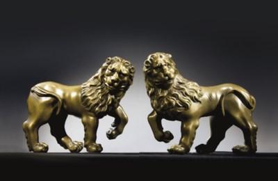 PAIRE DE LIONS EN LAITON