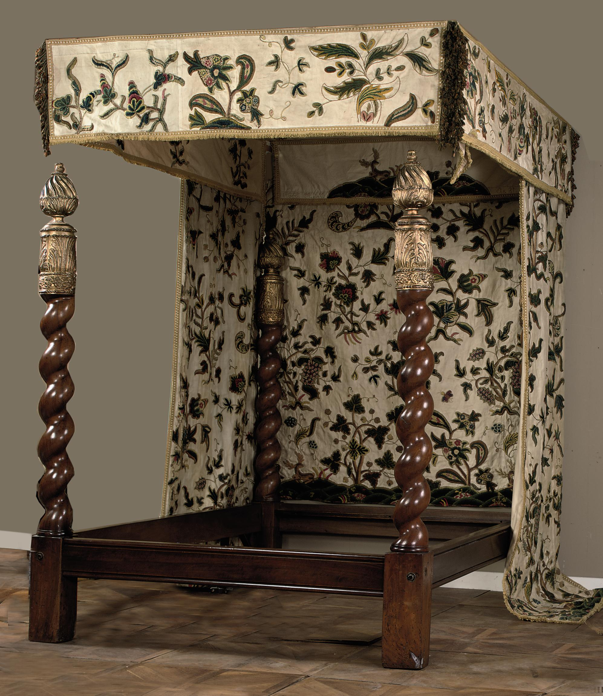 A four poster bed with crewelwork canopy and curtains - Four poster bed curtains ...