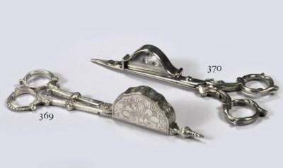 A Dutch silver candle snuffer