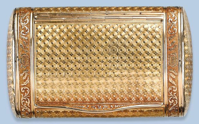 AN ANTIQUE FRENCH GOLD SNUFF-B
