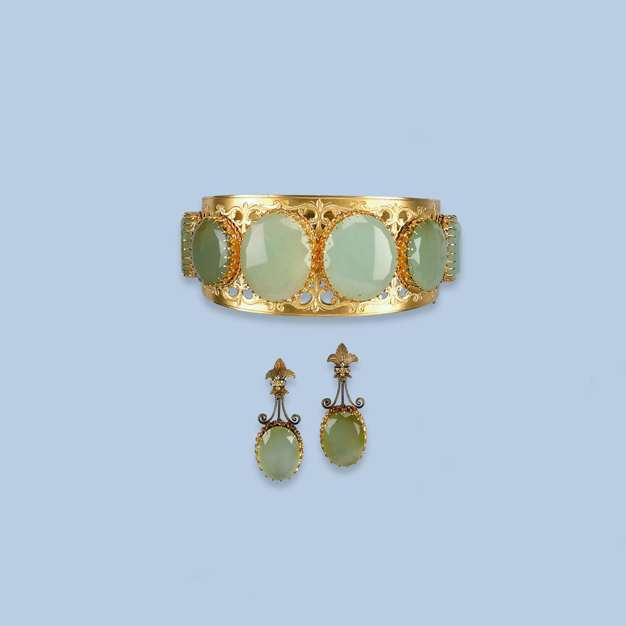 AN ANTIQUE BANGLE AND MATCHING
