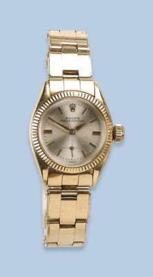 A LADY'S 18K YELLOW GOLD AUTOM