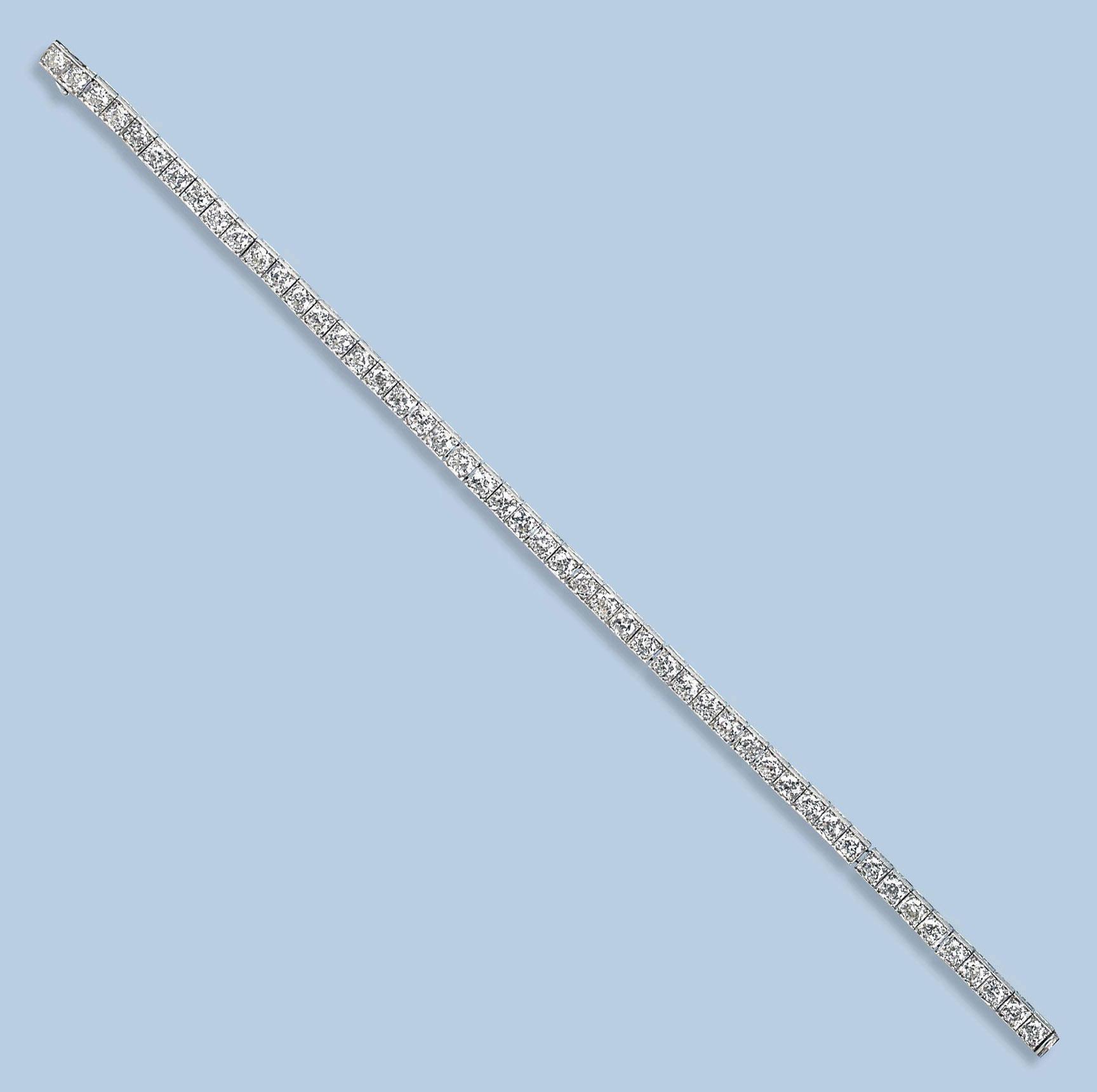 A PLATINUM DIAMOND BRACELET