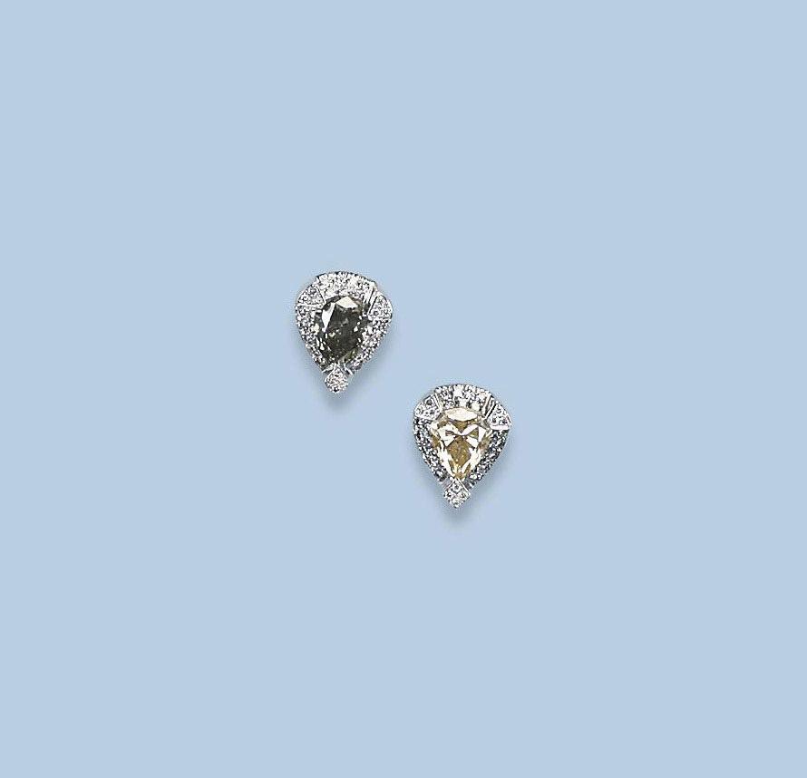 A PAIR OF COLOURED DIAMOND EAR