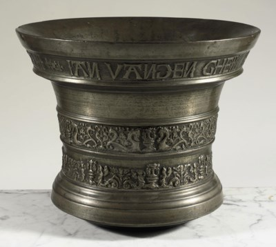 A LARGE FLEMISH BRONZE MORTAR