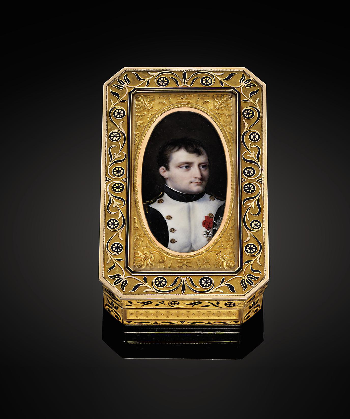 AN IMPERIAL FRENCH PARCEL-ENAMELLED GOLD PRESENTATION SNUFF-BOX SET WITH A PORTRAIT MINIATURE