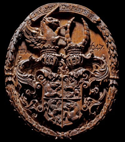 AN OVAL CARVED WOOD ARMORIAL R