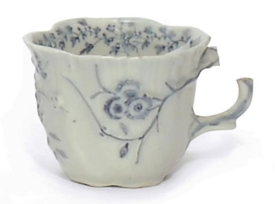 A LIMEHOUSE PORCELAIN BLUE AND
