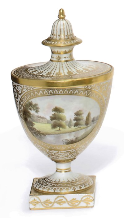 AN ENGLISH PORCELAIN URN AND C