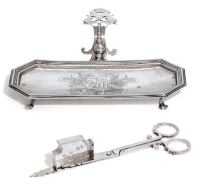 A CHARLES II SILVER SNUFFER-ST